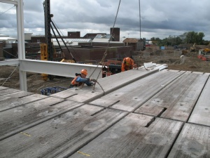 Erecting precast floor slabs 003v01 (Atlas Ward).jpg