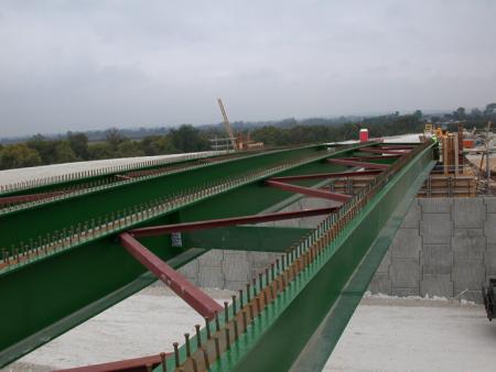 Shear connection in composite bridge beams